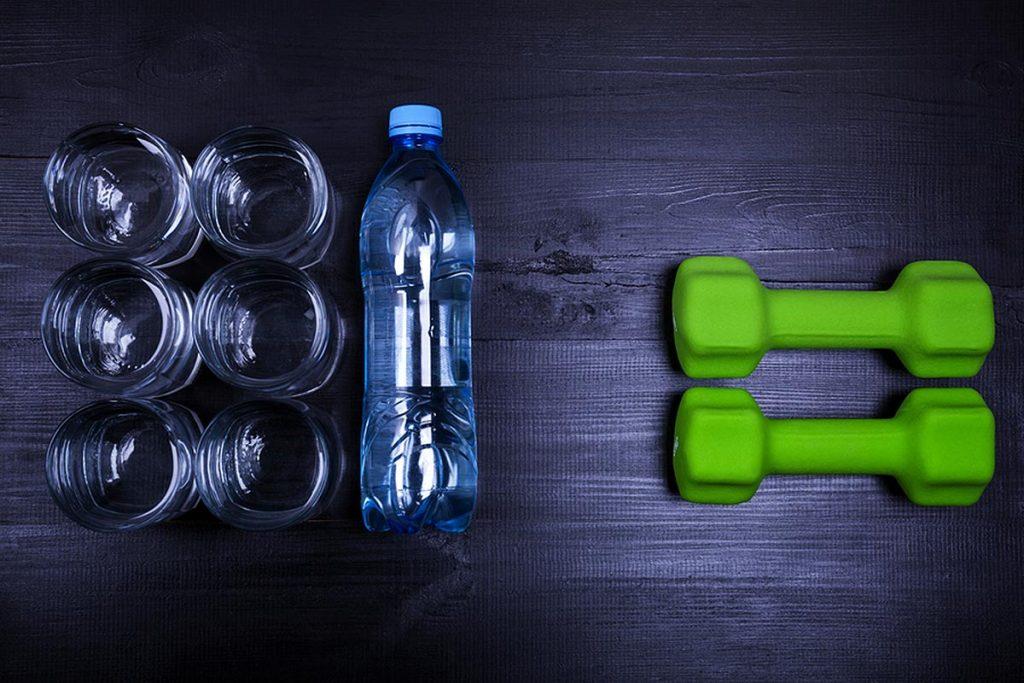cuanta agua hay que tomar por dia metabolismo