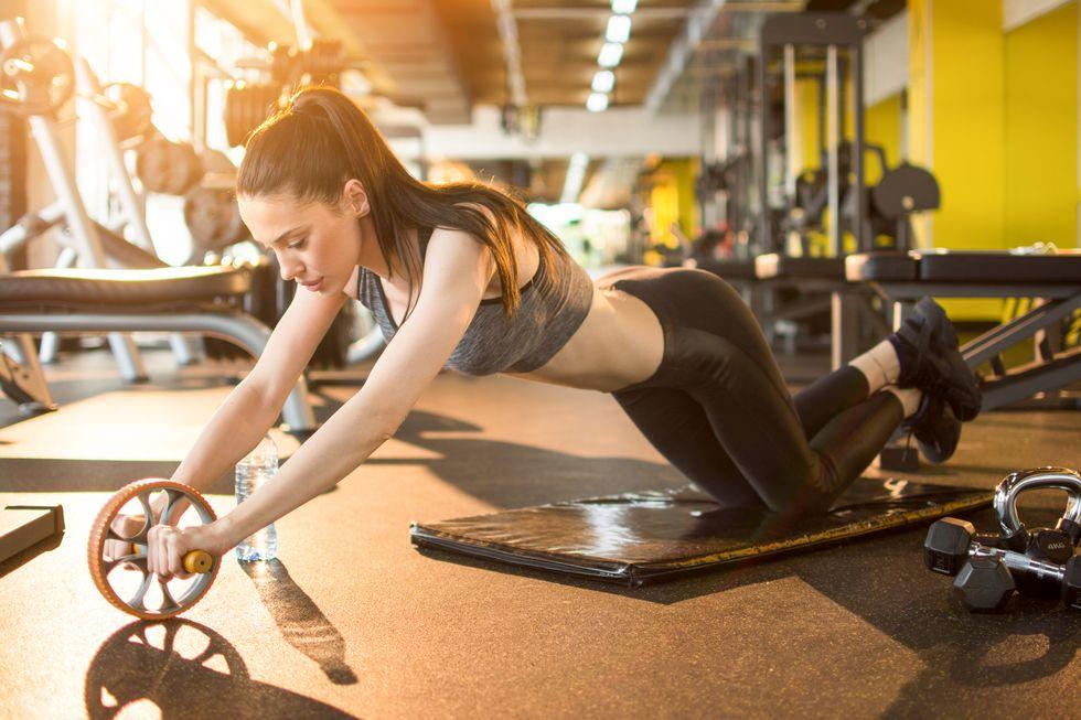 ejercicios con rueda abdominal técnica