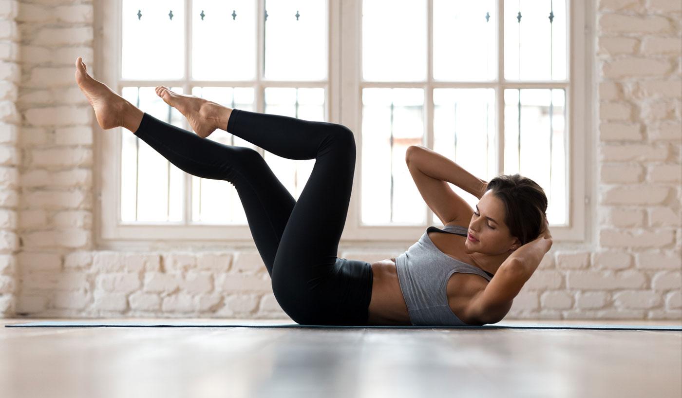Rutina de abdominales para mujeres – ¿Cómo marcar el abdomen desde casa?