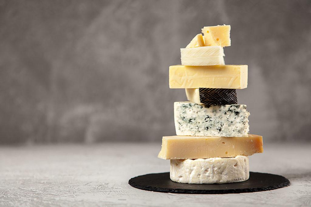 ejemplos de quesos con grasas saturadas